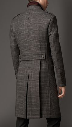Explore the full men's collection comprising classic coats and jackets, tailoring, Heritage Trench Coats, casual weekend-wear and Madrid, Estilo Dandy, Man's Overcoat, Vintage Mode, Unique Vintage, Derby Outfits, Style Masculin, Look Formal, Winter Outfits Men