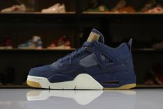 Best Price 2018 Levis x Air Jordan 4 IV Denim For Sale - ishoesdesign Jordan Shoes For Men, Air Jordan Shoes, New Nike Air Force, Nike Air Max, Latest Sneakers, Sneakers Fashion, New Balenciaga, Shoes 2018