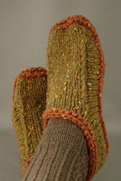Ravelry: Non-felted Slippers FREE knitting pattern by Yuko Nakamuraknitting and crochet Loom Knitting, Knitting Socks, Knitting Patterns Free, Knit Patterns, Free Knitting, Finger Knitting, Stitch Patterns, Felted Slippers Pattern, Knitted Slippers