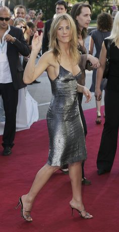 How Jennifer Aniston Went From Friend to Fashion Fatale: Jennifer Aniston has been setting trends since her early days on Friends, but just as her career has flourished so have her red carpet capabilities. Jennifer Aniston Style, Jennifer Aniston En Bikini, Jennifer Garner Bikini, Jennifer Garner Feet, Jennifer Garner Style, Jennifer Aniston Pictures, Jennifer Aniston Young, Jennifer Garner Elektra, Jeniffer Aniston