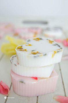 Seifen selber machen, DIY soap, Seife mit Blüten, Beauty DIY, Seife gießen