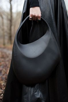 "missing-light: "" Vintage rubber bag- Thierry Mugler (via The Big Ears) "" Fashion Mode, Look Fashion, Fashion Bags, Womens Fashion, Ladies Fashion, My Bags, Purses And Bags, Leather Handbags, Leather Bag"