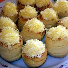 A 11 legjobb sajtos pogácsa recept | Mindmegette.hu Salty Foods, Baked Potato, Quiche, Camembert Cheese, Garlic, Bacon, Cheesecake, Muffin, Food And Drink