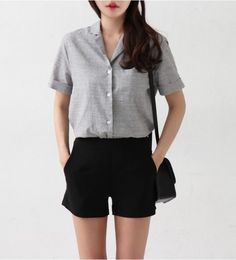grey short sleeve shirt with smart black shorts - style - Shorts Look Fashion, Trendy Fashion, Fashion Outfits, Womens Fashion, Fashion Trends, Fashion Ideas, Dress Fashion, Fashion Black, Fashion Clothes