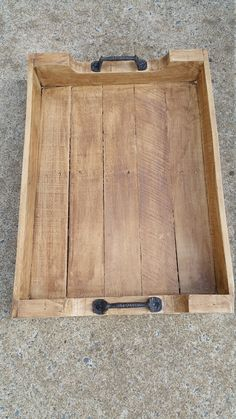 Need a tray for the bench for people to set plates, drinkware . Pallet Tray Rustic by SouthernStyleWood on Etsy