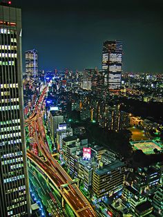 Amazing & Beautiful Photos from Tokyo, Japan - Stunning Architecture Photography from the East City Lights At Night, Night City, The Places Youll Go, Places To See, Tokyo Midtown, Japon Tokyo, Shibuya Tokyo, Tokyo Hotels, Belle Villa
