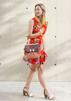LivvyLand // LOVE this floral dress!