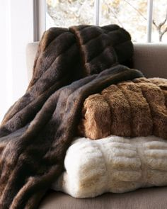 Cosy luxury faux fur throws I adore these. Fur Bedding, White Bedding, Luxury Bedding, Bed Throws, Throw Pillows, Fluffy Blankets, Fur Blanket, Faux Fur Throw, Decoration