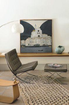 Fauteuil Barcelona, Knoll chez Issho, toile Shigeyoshi Koyama et tapis La Boutique de Jeanne.