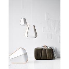 Lightyears Lullaby hanglamp. Deze lamp is gemaakt van twee duurzame materialen, steenpapier en essenhout. @lightyearsdk #verlichting #lampen #hanglampen #design #Flinders