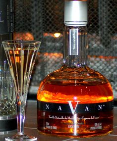 Navan is a new product from Grand Marnier that infuses natural black vanilla from Madagascar with refined French cognacs. Vanilla Liqueur, French Cognac, Grand Marnier, Cocktails, Drinks, New Product, Whiskey Bottle, Liquor, Beer