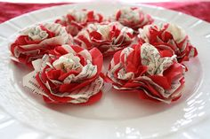 As part of my book page Valentines Day decor I made these lovely paper flowers. Aren't they so pretty? All of the credit for the following...