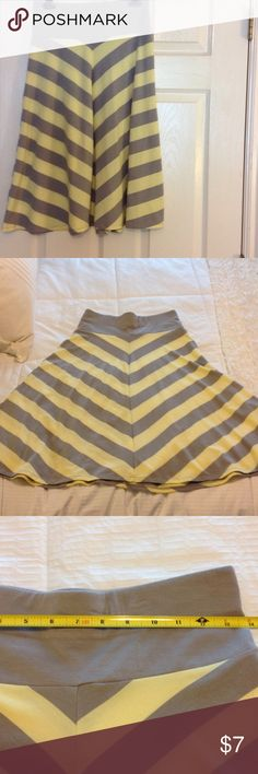 Old Navy Yellow and Gray chevron striped skirt  XS Old Navy cotton cute and comfy skirt yellow and gray chevron striped size XS. Slight piling see pictures Old Navy Skirts Midi