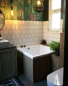 Tiny House Bathroom, Bathroom Spa, Bathroom Layout, Bathroom Ideas, Bathtub Shower Combo, Bathtub Tile, Small Master Bath, Japanese Bathroom, Upstairs Bathrooms