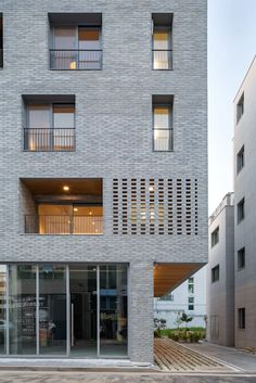 Image 14 of 30 from gallery of Guwol Multi-Family House & Commercial Stores / Seoga Architecture. Photograph by Roh Kyung Design Exterior, Facade Design, D House, Facade House, Brick Architecture, Residential Architecture, Small Buildings, Modern House Design, Building A House