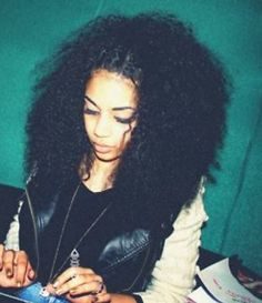 Curly hair can't tell if those are twists or braids in the front, but the style is cute.