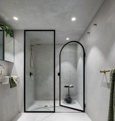 Interior Design Of This Loft Apartment Is Dramatic And Moody This minimalist bathroom has a black-framed glass shower screen and separate shower door.This minimalist bathroom has a black-framed glass shower screen and separate shower door. Gray Interior, Decor Interior Design, Modern Interior, Open Plan Apartment, Apartment Renovation, Apartment Design, Mezzanine Bedroom, Glazed Walls, Design Awards