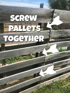 Outdoor Pallet Projects 6 reasons that I think a pallet fence makes the best fence for small livestock! Pictures and instructions included on how the pallet fence was built. Wood Pallet Fence, Wooden Pallet Projects, Wooden Pallet Furniture, Wooden Pallets, Pallet Ideas, Outdoor Pallet, Wooden Fence, Furniture Ideas, Pallet Sofa