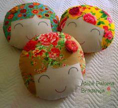 Almofadinhas lindas e mega coloridas para alegrar sua casa!!! by paloma bragança, via Flickr