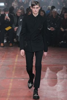 Fall 2015 Menswear  Alexander McQueen  http://www.style.com/slideshows/fashion-shows/fall-2015-menswear/alexander-mcqueen/collection/28