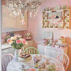 This is one of the most beautiful shabby chic miniatures I've ever seen. This is one of the most beautiful shabby chic miniatures I've ever seen. Cottage Shabby Chic, Cocina Shabby Chic, Shabby Chic Mode, Casas Shabby Chic, Shabby Chic Vintage, Estilo Shabby Chic, Shabby Chic Kitchen, Shabby Chic Style, Shabby Chic Decor