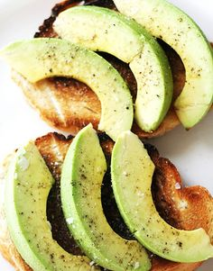Avocado on toast seasoned with salt and pepper by That Kind of Woman  //16 Deliciously Goooood Avocado Recipes You Have to Try