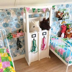 Seven Basic Inside Decorating Strategies And Concepts - Home Decor Ideas Horse Themed Bedrooms, Bedroom Themes, Girls Bedroom, Stick Horses, Cute Horses, Horse Stalls, Horse Barns, Horse Crafts, Hobby Horse