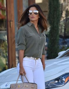 Actress Eva Longoria stops by the Ken Paves hair salon in West Hollywood, California on January 25, 2017. Eva recently returned to Los Angeles after going on a vacation to Miami.