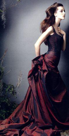 Beautiful Burgundy… Carolina Herrera gown V Color Borgoña, Dress Colour, Mode Glamour, Estilo Fashion, Carolina Herrera, Beautiful Gowns, Gorgeous Dress, Dream Dress, Couture Fashion