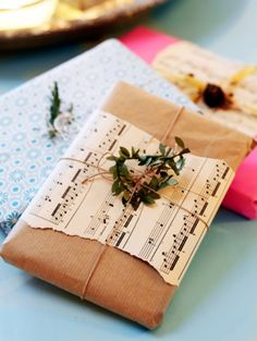 Here are my top 8 tips for ways to think outside the box while gift wrapping this season!