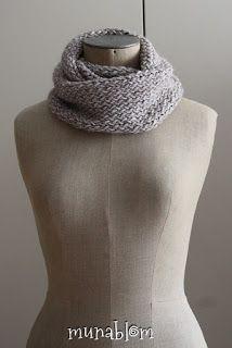 JAIRO: sciarpa ad anello in mistolana tessuta con telaio manuale e multifunzionale.