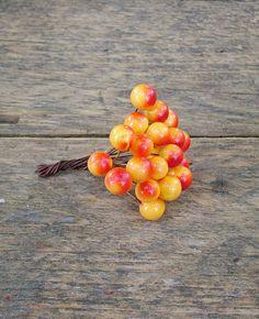 Díszítő műbogyócskák őszi színekben.