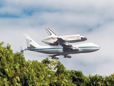 Discovery makes its final descent over Wash., D.C.