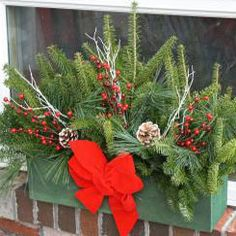 Winter Window Boxes, Christmas Window Boxes, Winter Flowers, Christmas Flowers, Christmas Wreaths, Country Christmas, Christmas Home, Christmas Holidays, Christmas Crafts