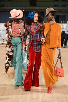 The complete Marc Jacobs Spring 2020 Ready-to-Wear fashion show now on Vogue Runway. Fashion Weeks, Fashion 2020, Daily Fashion, High Fashion, Fashion Show, Womens Fashion, Fashion Design, Fashion Fashion, Spring Fashion Trends