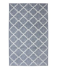This charming rug adds depth to décor in an instant. Its striking lattice design makes it a delightful addition to any interior.