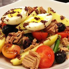 #insalatanizzarda #pomodori #tonno #uova #hallbar #milano #sarpi #instafood