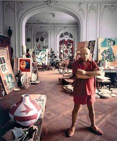 "9,927 tykkäystä, 22 kommenttia - Pop Culture in Pictures (@popcultureinpictures) Instagramissa: ""Pablo Picasso in his studio via @artcultureworld_"""