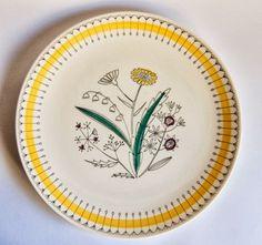 A Love for Pottery & Ceramics Ceramic Tableware, Glass Ceramic, Ceramic Decor, Ceramic Pottery, Stavanger, Scandinavia Design, Vintage Kitchenware, Pottery Sculpture, Sweet Home