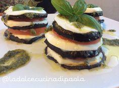 Millefoglie di melanzane, mozzarella, pomodori e pesto
