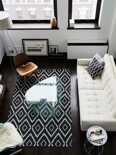 15 Living Room Layouts From Above // Although this living room is small, the glass table and patterned rug help make it feel larger.
