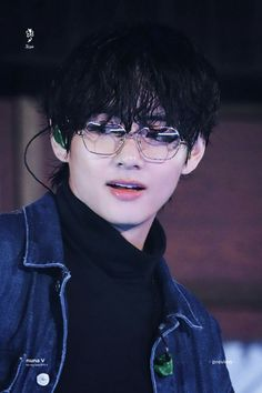 ❤︎ curly babie boi ❤︎ — 191124 Taehyung making me want to write a college. Bts Taehyung, Bts Bangtan Boy, Bts Boys, Bts Jungkook, Namjoon, Hoseok, Taehyung Photoshoot, Daegu, Chiba