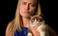 """Si Grumpy Cat Kini Beroleh Kekayaan Melebihi Sesetengah Artis Hollywood!  Seekor kucing yang mencipta populariti kerana memiliki wajah pemarah, Grumpy Cat dilaporkan kini memiliki kekayaan melebihi sesetengah selebriti Hollywood. [caption id="""""""" align..."""