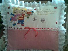 Almohadas bordadas en punto cruz para bebés - Imagui