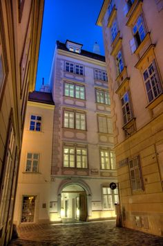 Mozarthaus, Vienna - Though Mozart lived at a dozen different addresses in Vienna, the only apartment that has survived to this day is at Domgasse #5. The composer lived here from 1784-1787. His apartment on the 1st floor was positively grand, with 4 large rooms, 2 small ones and a kitchen.