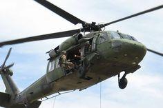 Armamento militar Colombia compró helicópteros militares de última generación Con estos dos aparatos Colombia suma un total de siete helicópteros Black Hawk adquiridos en lo que va de este año.