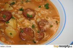 Výborná fazolová polévka Czech Recipes, Ethnic Recipes, Soup Recipes, Cooking Recipes, Soups And Stews, Cheeseburger Chowder, Thai Red Curry, Ham, Food And Drink