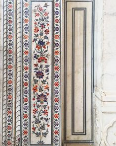 Take a deep breath and take it all in! This beautiful ivy pattern inlaid in marble, with delicate precision and principle aesthetic. A great example of sheer dedication and dexterity. Islamic Art Pattern, Pattern Art, Print Patterns, Mughal Architecture, Art And Architecture, Indian Prints, Indian Art, Superhero Pop Art, Mughal Paintings