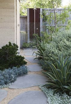 A collaboration between owner and landscape designer allows this home's seamless connection to the outdoors. Australian Native Garden, Australian Garden Design, Courtyard Design, Path Design, Design Jardin, Coastal Gardens, Xeriscaping, Small Garden Design, Front Yard Landscaping