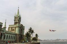 A Ilha Fiscal, no Rio de Janeiro, foi um dos cenários mais emblemáticos para os últimos dias da monarquia no Brasil. Um passeio cheio de beleza e história!